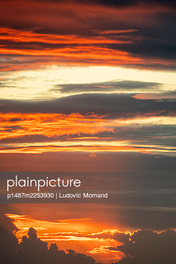 Vibrant sunset - p1487m2253930 by Ludovic Mornand