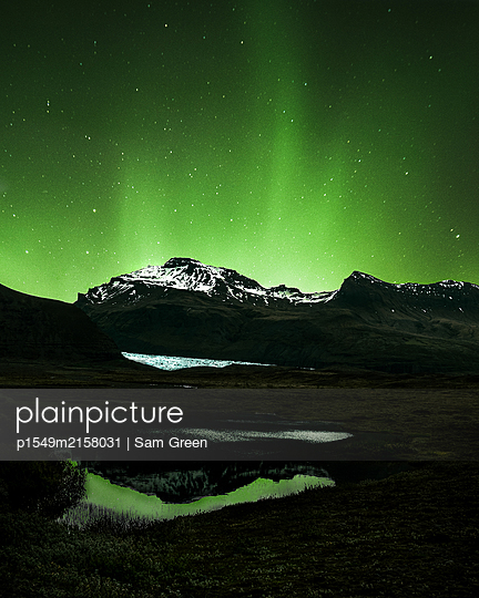Iceland, Aurora borealis - p1549m2158031 by Sam Green