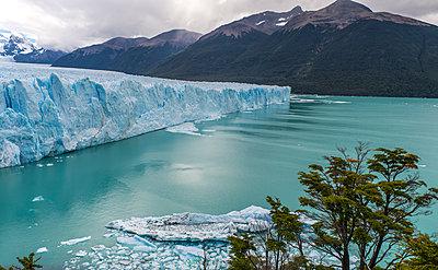 Perito Moreno Glacier, Los Glaciares National Park, Argentina - p1166m2192150 by Cavan Images