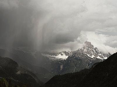 Niederschlag in den Bergen - p1383m1589137 von Wolfgang Steiner