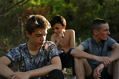 Three youngsters at the edge of the woods - p1468m1584965 by Philippe Leroux