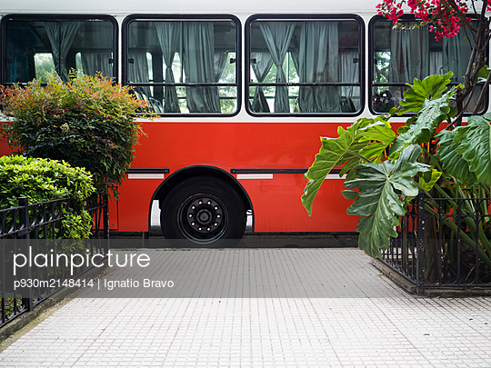 Bus - p930m2148414 by Ignatio Bravo