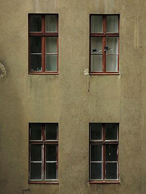 4Fenster und ein paar Schuhe - p627m1035313 von Ralf Metzler