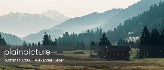 Karwendel Berglandschaft am Morgen - p081m1137260 von Alexander Keller