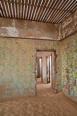 A view of a room in a derelict building full of sand. - p1100m1489986 by Mint Images