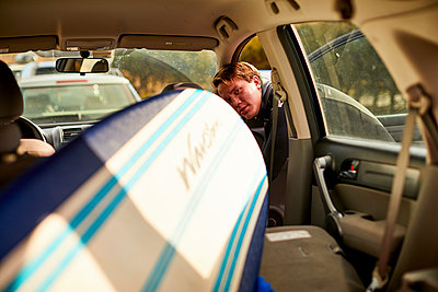 A Surfer Taking Surfboard Kept Inside The Car - p343m1443987 by Josh Campbell