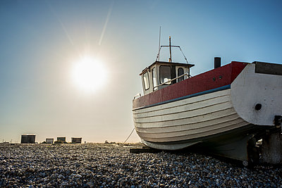 A boat on a shingle beach; Dungeness, Kent, England - p442m1086803 by Dosfotos