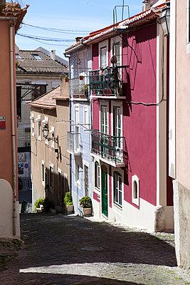 Straße in Lissabon - p1095m1040458 von nika