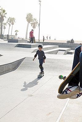 Skate park in Venice Beach - p756m2087328 by Bénédicte Lassalle