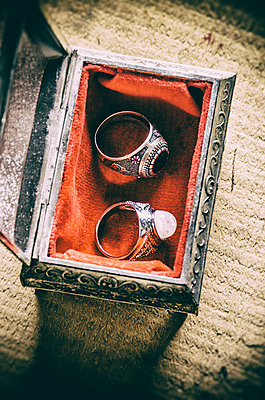 Two rings in jewelry box - p794m1035063 by Mohamad Itani