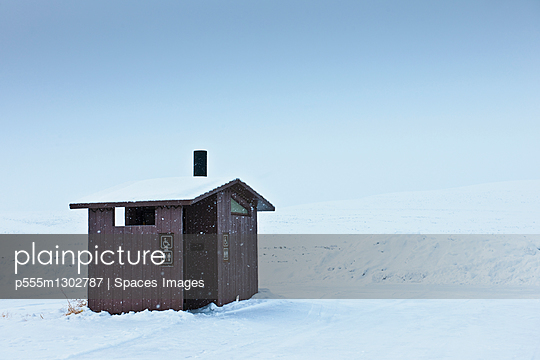 Restroom in a Snowy Landscape - p555m1302787 by Spaces Images