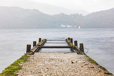 UK, Scotland, wreck of a pier going into a lake in the highlands - p300m2013257 by William Perugini
