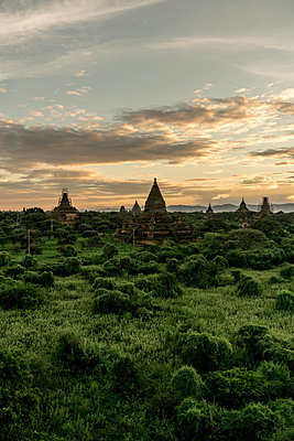 Mahazedi Pagoda in Bagan - p350m1200499 von Jo Henker