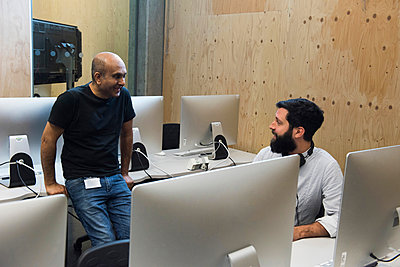 Colleagues chatting in computer room - p429m1513861 by G. Mazzarini
