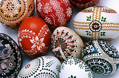 Hand painted easter egg - p8850074 by Oliver Brenneisen