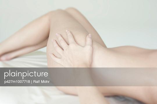 Frauenkörper - p427m1007718 von R. Mohr
