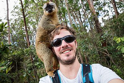 Selfi mit Lemur - p1272m1515597 von Steffen Scheyhing