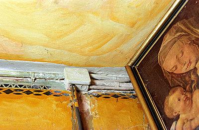 Verteilerdose an Wand - p1650044 von Andrea Schoenrock