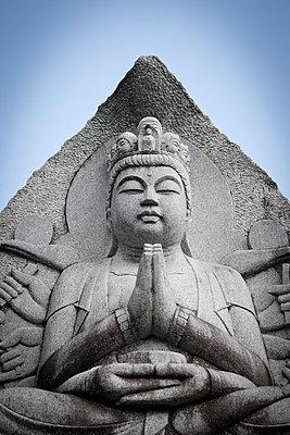 Buddhastatue - p7980204 von Florian Loebermann