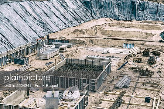 Building pit - p401m2204241 by Frank Baquet
