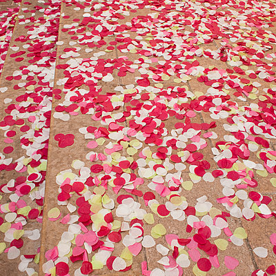 Hochzeits-Konfetti - p1128m947574 von Chau Cuong Lê