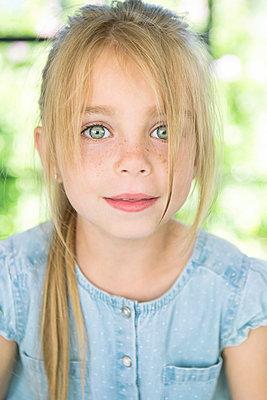 Mädchen mit Sommersprossen - p1156m1591860 von miep
