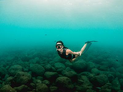 Free diving - p1166m2138070 by Cavan Images
