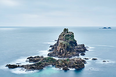 Seascape with rock formations, Land's End, Cornwall, UK - p429m1226876 by Gu