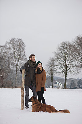Couple with dog - p586m766895 by Kniel Synnatzschke