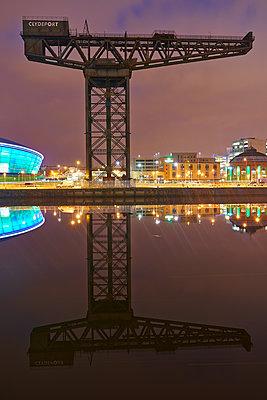 Kran,  Clydeport, Glasgow - p587m1091800 von Spitta + Hellwig