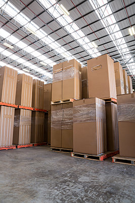 Interior of warehouse with cardboard boxes - p1315m1167121 by Wavebreak