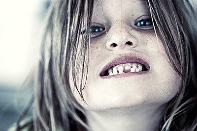 Zahnlücke - p253m813552 von Oscar
