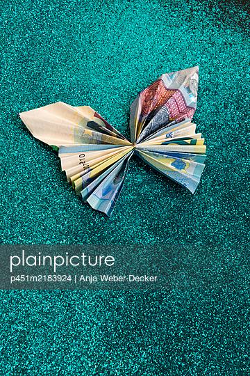 p451m2183924 by Anja Weber-Decker