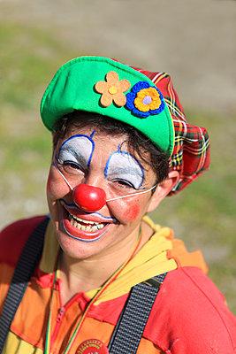 Portrait eines Clowns - p045m1034359 von Jasmin Sander
