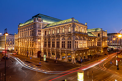 State opera house in Vienna - p524m2125304 by PM
