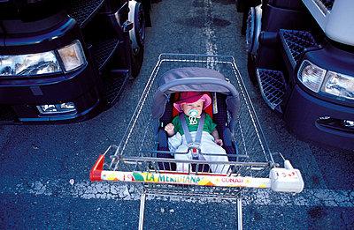 Shopping trolley - p0840059 by Susan Kirch