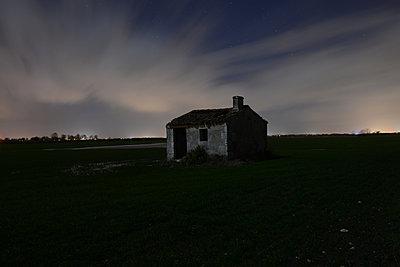 Swamp 's house - p1631m2230936 by Raphaël Lorand