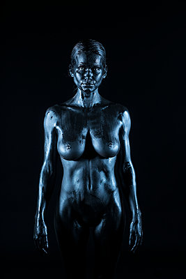 Black coloured woman - p427m2031325 by Ralf Mohr