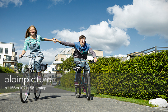 Cycle - p1156m1071158 by miep