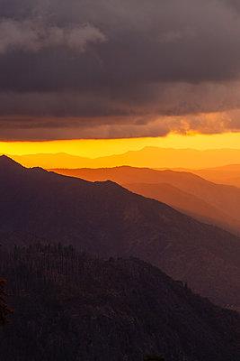 Yosemite National Park, mountains, sunset, California - p756m2253146 by Bénédicte Lassalle