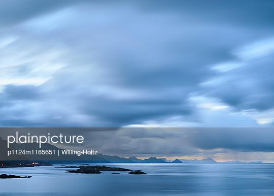 Landschaft auf den Lofoten - p1124m1165651 von Willing-Holtz