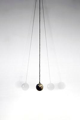 Pendulum - p1017m949650 by Roberto Manzotti