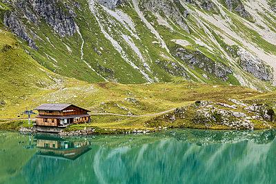 Austria, Vorarlberg, Lechtal Alps, Lake Zuersersee - p300m965552f by Stefan Schurr