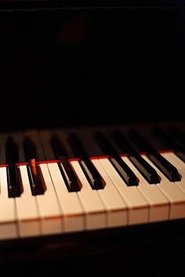 klavier - p627m670624 by Anke Fesel