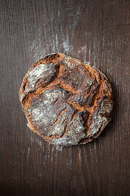 Bread crust - p781m1119948 by Angela Franke