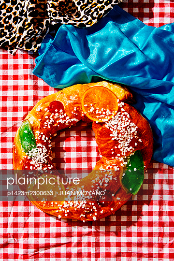 High angle view of a Spanish Kings Cake, for Three Kings Day, on a table - p1423m2300633 by JUAN MOYANO