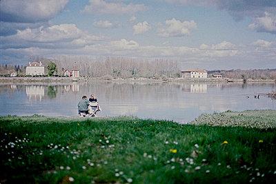Couple at a lake - p567m720733 by Sandrine Agosti Navarri