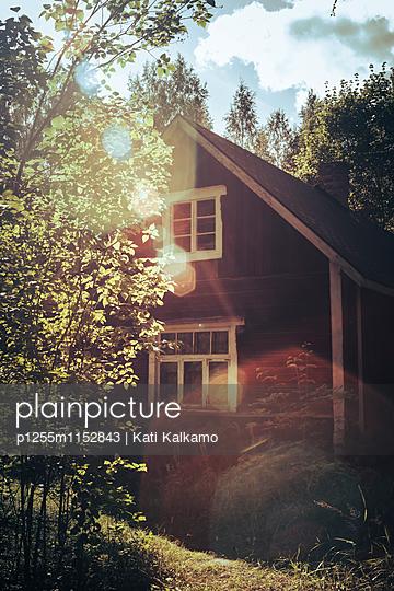Ferienhaus im Sonnenschein - p1255m1152843 von Kati Kalkamo