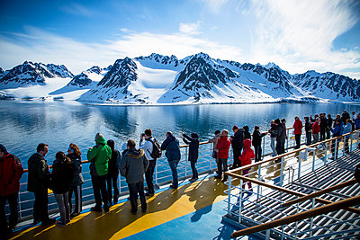 Exploring Spitsbergen on a cruise ship - p1062m953993 by Viviana Falcomer