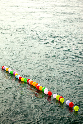 Balloons in the Bosphorus - p382m1091325 by Anna Matzen